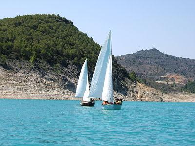 navegando_dos_barcos_a_favor